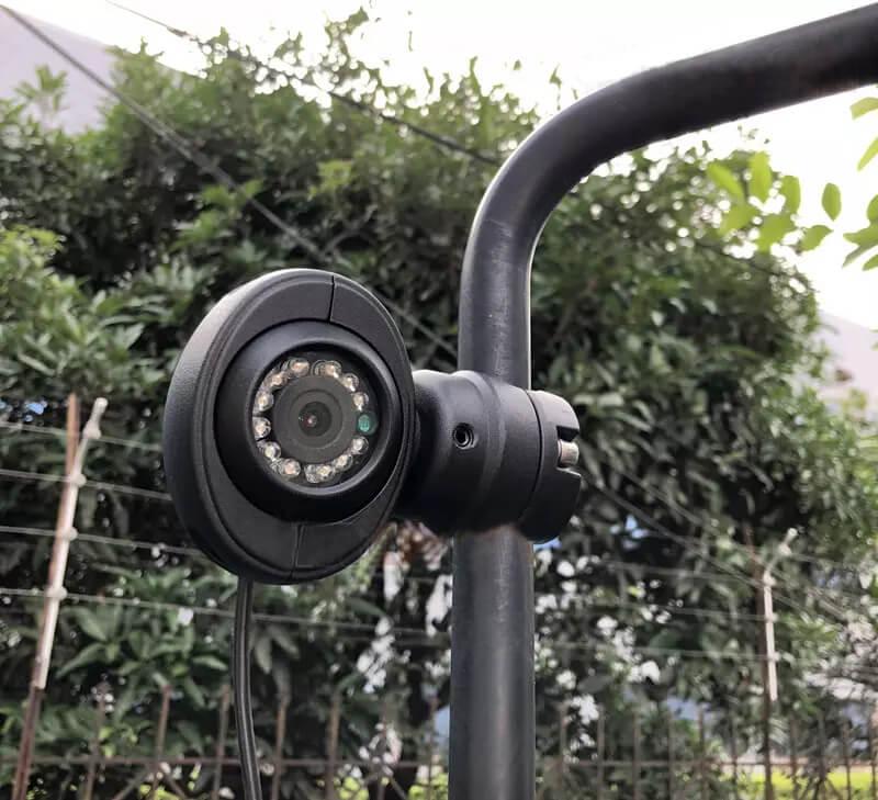 kamera cofania tir montowana na lusterku